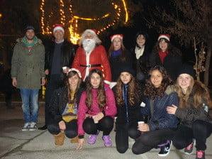 Φωταγωγήθηκε χθες βράδυ το Χριστουγεννιάτικο δέντρο στο Κολυμβητήριο Καρδίτσας