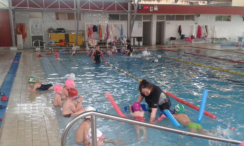 Αθλητική Κολυμβητική Ακαδημία Καρδίτσας - Το μάθημα στη μικρή πισίνα…Στιγμές χαράς!!!!