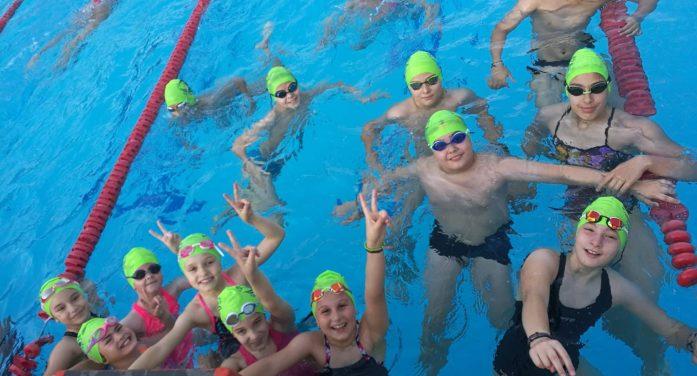 """19 μετάλλια για την Α.Κ.Α.Κ. & τον ΑΣΚ Ολυμπιακό στους """"ΚΒ' Ιωνικούς αγώνες κολύμβησης"""""""